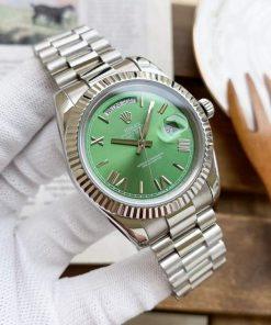 Replica horloge Rolex Day-Date 05 (40mm) 228239 Olijfgoene wijzerplaat / Automatic / witgoud