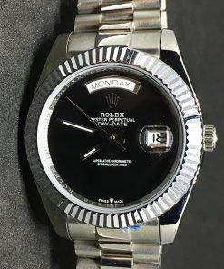 Replica horloge Rolex Day-Date 04 (40mm) Zwarte wijzerplaat/President band/Staal/Automaat