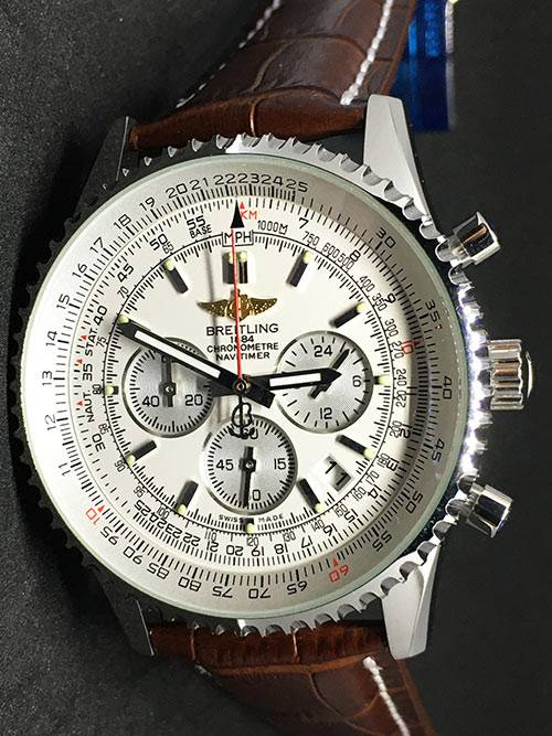 Replica horloge Breitling Navitimer 01 (44mm) witte wijzerplaat en bruine band