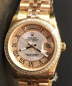 Replica horloge Rolex Day-Date 26 (36mm) Full Diamonds (goud)