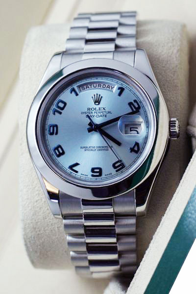 Replica horloge Rolex Day-Date 13/3 (41mm) Platinum Ice Blue Arabic Dial 228206 (President band) Automatic