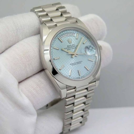 Replica horloge Rolex Day-Date 13/2 (40mm) Platinum Ice Blue Dial 228206 (President band) Automatic